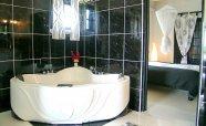 Bathroom-%2526-Jacuzzi