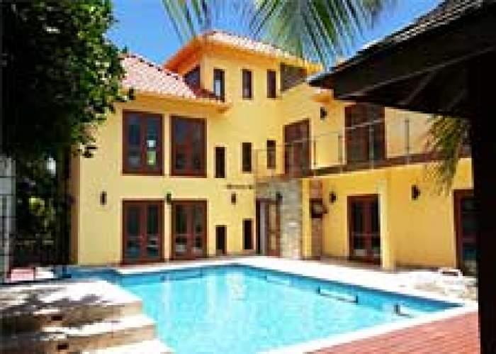 One Luxe Jamaica Villa logo